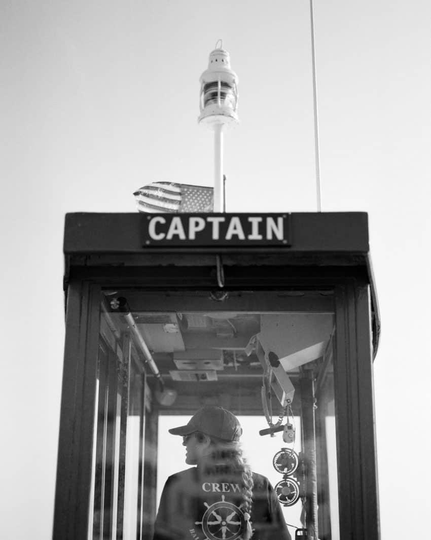 Черно-белое изображение капитанской ложи на пленке Ilford FP4 - Guide to Ilford BW Film Дэвида Роуза на Shoot It With Film